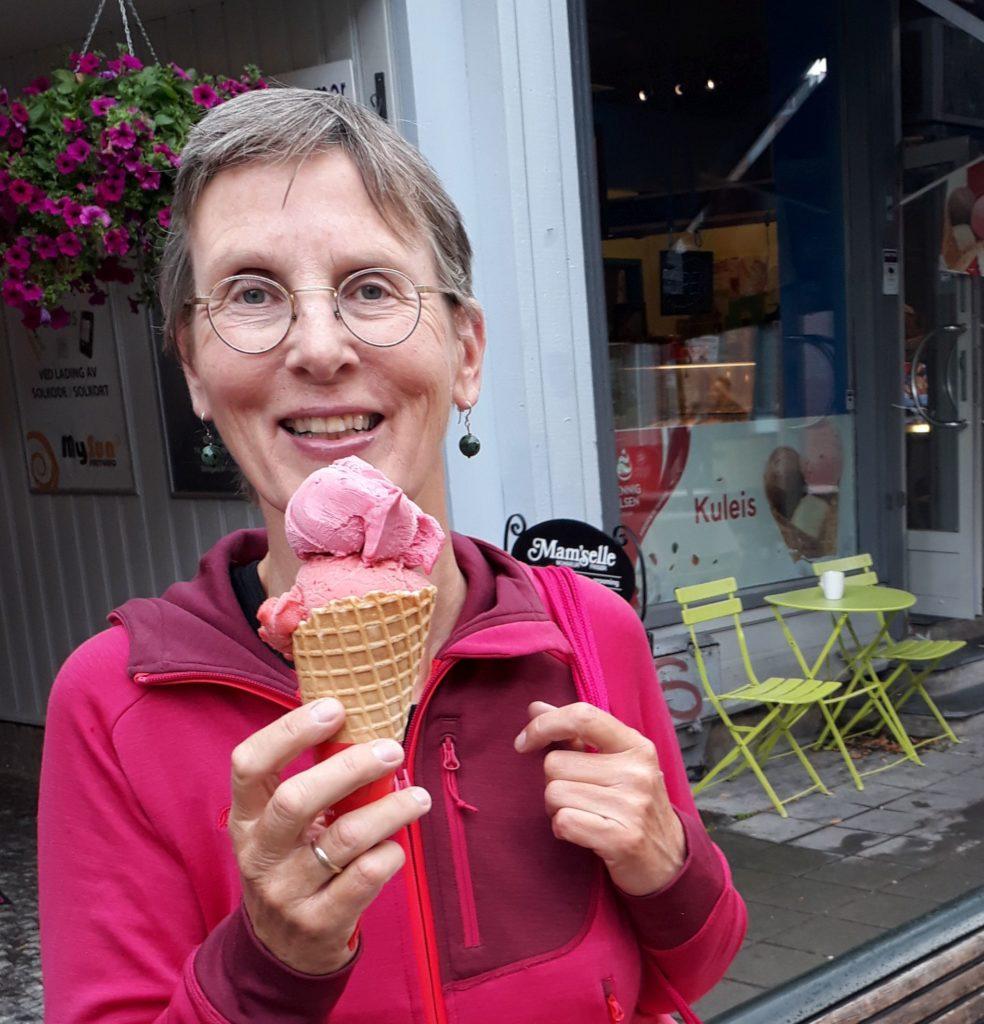 Hanneke Dijkman, werkgeluk , coach, zenleraar, Rotterdam Zuid, New Options foto Hanneke met ijsje