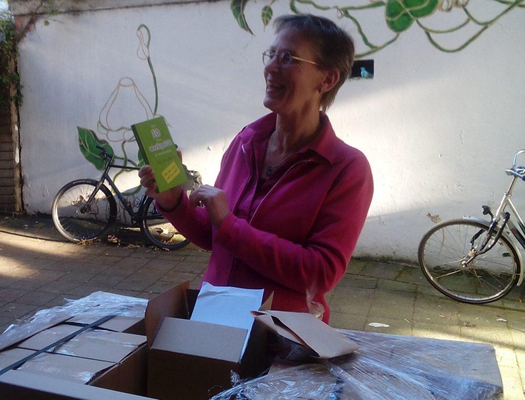 Werkgeluk, leerdoelen, voice dialogue, Hanneke voor het eerst met haar boek Een 10 voor werkgeluk in vier stappen