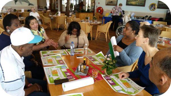 Werkgeluk, leerdoelen, voice dialogue, Rotterdam-Zuid, Hanneke aan tafel bij Zorgcocon Kuido pa Ansiano